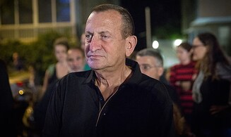 Tel Aviv mayor Ron Huldai plans on running for Knesset